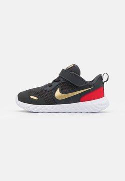 Nike Performance - REVOLUTION 5 UNISEX - Chaussures de running neutres - dark smoke grey/metallic gold/white/university red