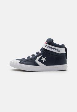 Converse - PRO BLAZE STRAP VARSITY UNISEX - Sneakersy wysokie - obsidian/white/university red