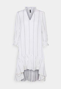 YAS - YASCASHEW 3/4 SHORT DRESS ICON - Freizeitkleid - bright white