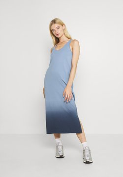 Noisy May - NMOMBRE CALF DRESS - Jerseykleid - faded denim/ombre dark denim