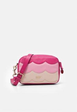 Red V - SCALLOP BLOCK CAMERA - Umhängetasche - glossy pink/peach/blossom nude