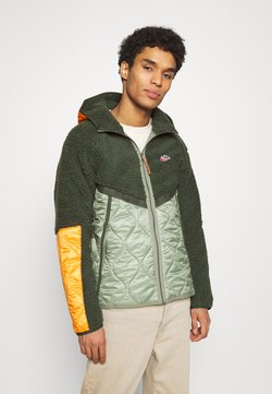 Nike Sportswear - WINTER - Winterjacke - vintage green/spiral sage/kumquat