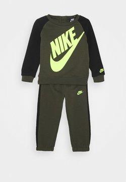 Nike Sportswear - OVERSIZED FUTURA CREW BABY SET - Tracksuit - cargo khaki