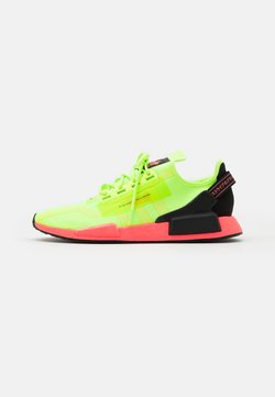 adidas Originals - NMD_R1.V2 BOOST UNISEX - Sneaker low - signal green/signal pink