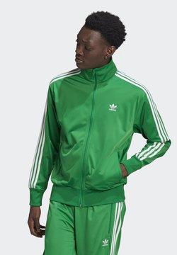 adidas Originals - FIREBIRD ADICOLOR PRIMEBLUE TRACK  - Træningsjakker - green