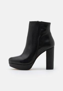 Bullboxer - High Heel Stiefelette - black