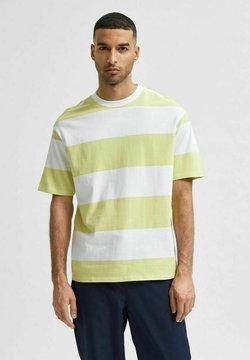 Selected Homme - SLHLOOSEBOLD - T-shirt z nadrukiem - shadow lime
