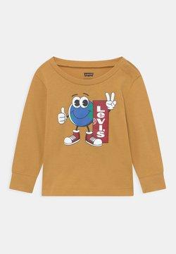 Levi's® - LONGSLEEVEGRAPHICTEE - Camiseta de manga larga - yellow