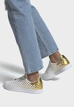 adidas Originals - Sneaker low - gold met./ftwr white/core black