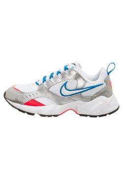 Nike Sportswear - AIR HEIGHTS SNEAKER DAMEN - Sneaker low - white / photo blue / metallic silver