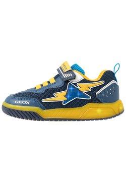 Geox - INEK BOY - Sneakers laag - navy/yellow