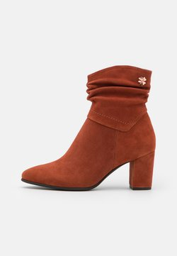 Marco Tozzi by Guido Maria Kretschmer - Classic ankle boots - brick