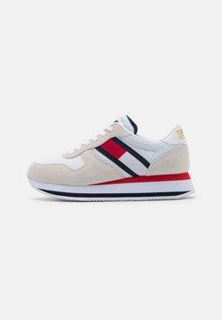 Tommy Jeans - FLATFORM RUNNER - Sneakersy niskie - white