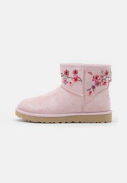 UGG - CLASSIC MINI BLOSSOM - Stiefelette - seashell pink