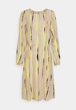 mine to five TOM TAILOR - DRESS PRINTED PLEAT DETAIL - Freizeitkleid - yellow/beige