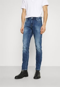 Guess - CHRIS - Jeansy Slim Fit - dukes