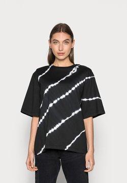 JUST FEMALE - BECKER TEE TIEDYE - T-Shirt print - black
