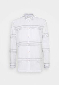 Anerkjendt - LOUIS STRIPE - Hemd - white