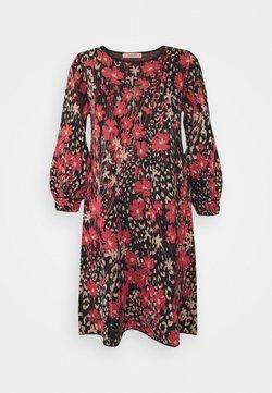 TWINSET - Vestido de punto - nero/ciliegia