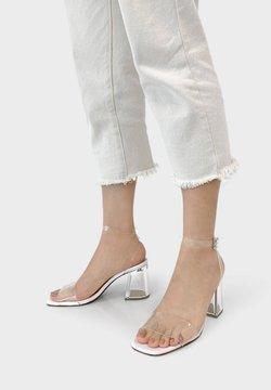Bershka - METHACRYLAT - Sandaletter - white