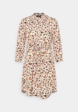 Selected Femme Petite - SLFMILDRED DAMINA DRESS  - Vestido camisero - creme