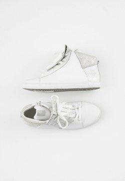 Gabor - Sneakersy wysokie - white