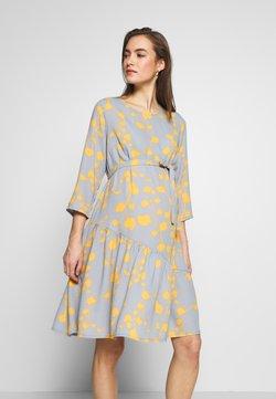 MAMALICIOUS - MLKIRA 3/4 DRESS - Hverdagskjoler - ashley blue/golden apricot