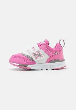 New Balance - IZ997HVP - Sneakers laag - pink