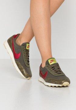 Nike Sportswear - DAYBREAK - Sneakers laag - medium olive/worn brick/fossil olive moyen/team gold/lemon