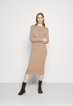 New Look - DRESS AND CARDI SET - Abito in maglia - camel