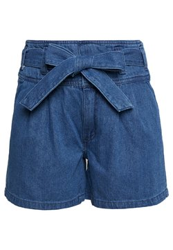 Vero Moda - VMKATIE BELT SHORTS - Shorts di jeans - medium blue denim