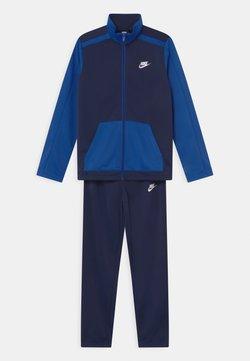 Nike Sportswear - FUTURA SET UNISEX - Survêtement - midnight navy/game royal