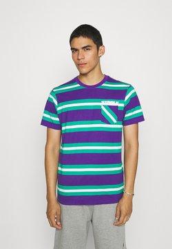 STAPLE PIGEON - STRIPED POCKET TEE UNISEX - T-Shirt print - teal