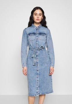 Pieces - SHIRT DRESS - Spijkerjurk - light blue denim