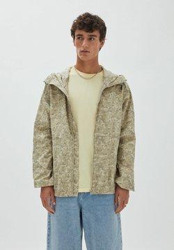 PULL&BEAR - Kevyt takki - khaki