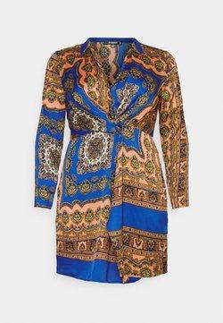 Missguided Plus - KNOT FRONT SCARF PRINT DRESS - Freizeitkleid - blue