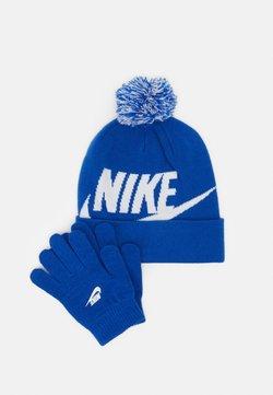 Nike Sportswear - POM BEANIE GLOVE SET - Fingerhandschuh - game royal
