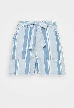 Vero Moda Curve - VMAKELA CHAMBRAY PAPERBAG - Jeans Shorts - light blue denim/white