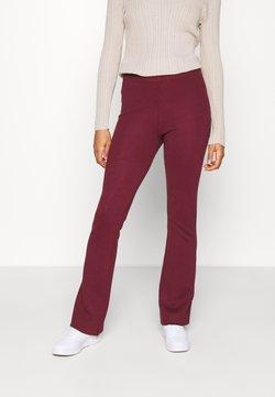 NA-KD - FLARED LOUNGE PANTS - Jogginghose - burgundy