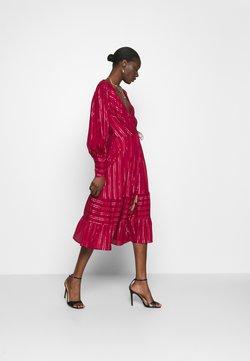 Farm Rio - BURGUNDY STRIPES DRESS - Sukienka letnia - pink