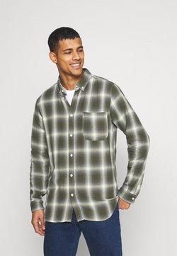 Anerkjendt - AKLOUIS  CHECK - Camisa - vineyard green