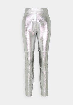 KARL LAGERFELD - COATED PANTS - Jogginghose - silver