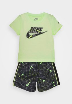 Nike Sportswear - GLOW IN THE DARK SET UNISEX - T-shirts med print - black