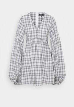 Missguided Petite - CHECK BALLOON SLEEVE SMOCK DRESS - Blusenkleid - white