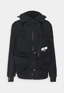Calvin Klein Jeans - TECHNICAL 2 IN 1 UTILITY JACKET - Väst - black