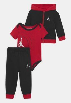 Jordan - GREATEST JUMPMAN SET UNISEX - Dres - gym red/black