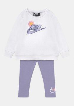 Nike Sportswear - FLOWER SET - Sudadera - purple dawn