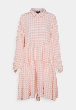 Missguided Petite - CHECK BALLOON SLEEVE SMOCK DRESS - Blusenkleid - pink