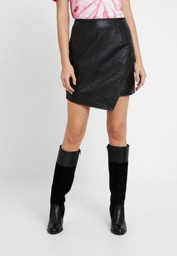 River Island - ASYM HEM SKIRT - Leather skirt - black