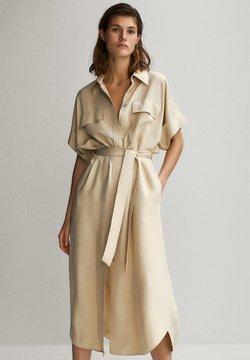 Massimo Dutti - HEMDKLEID MIT TASCHEN UND GÜRTEL 06626546 - Sukienka koszulowa - beige